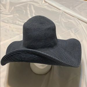 J. Crew big Floppy Sun hat 5 inch brim